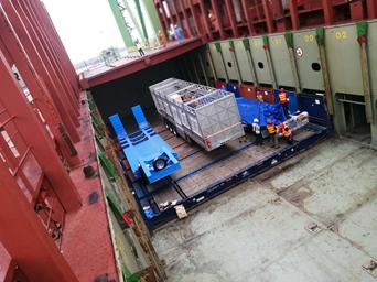 中国天津至德国汉堡B.B.CARGO特种车海运出口运输